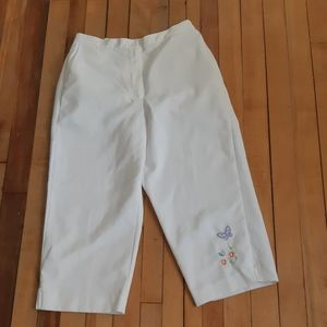 Alfred Dunner White capris pants size 8P